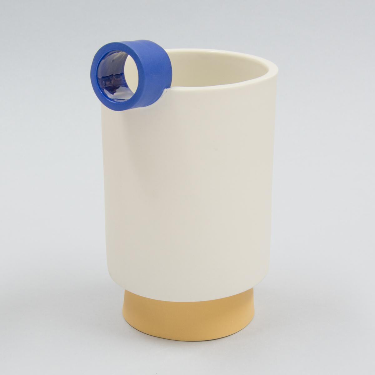 Carafe à pied porcelaine bec bleu et pied jaune