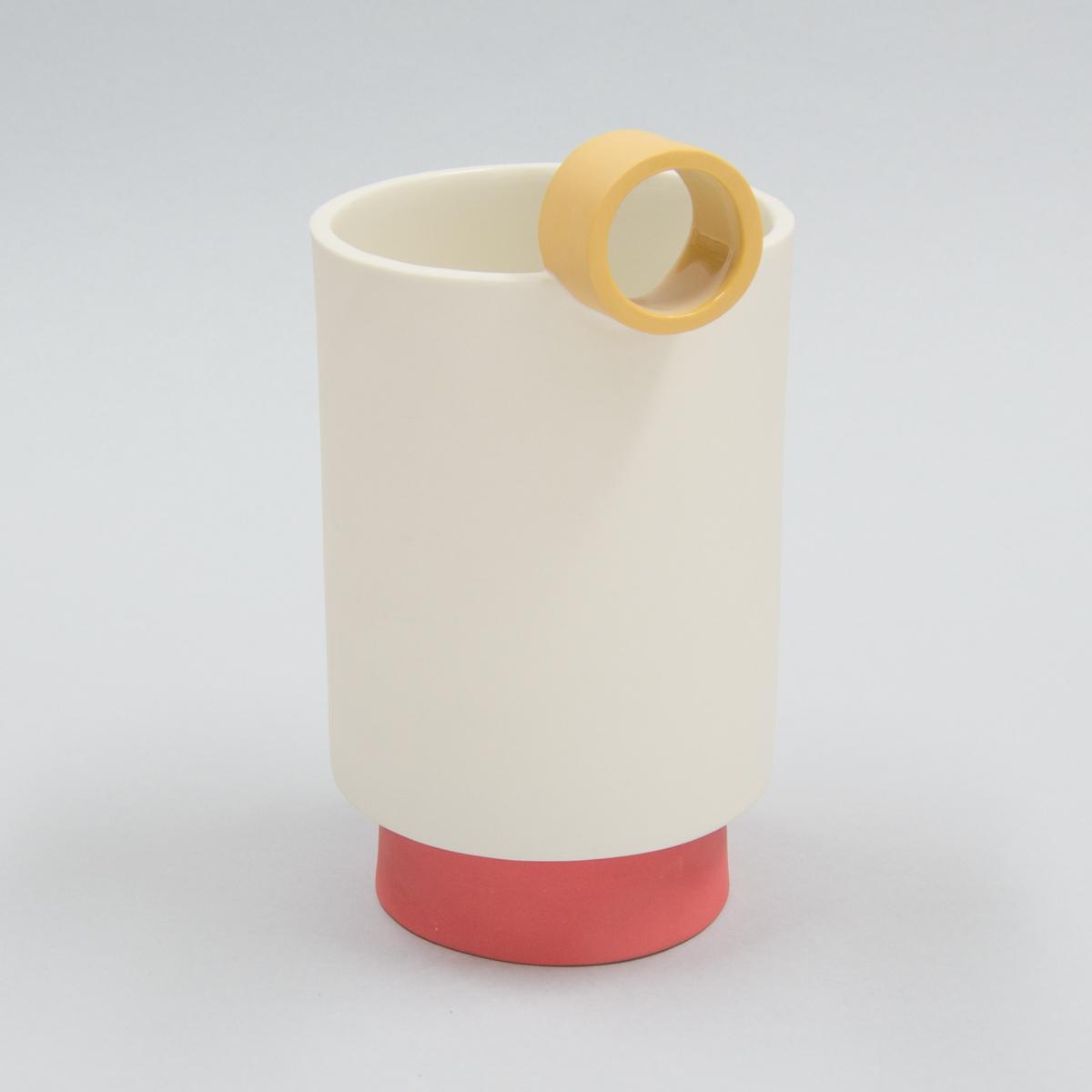 Carafe à pied porcelaine bec jaune et pied rouge