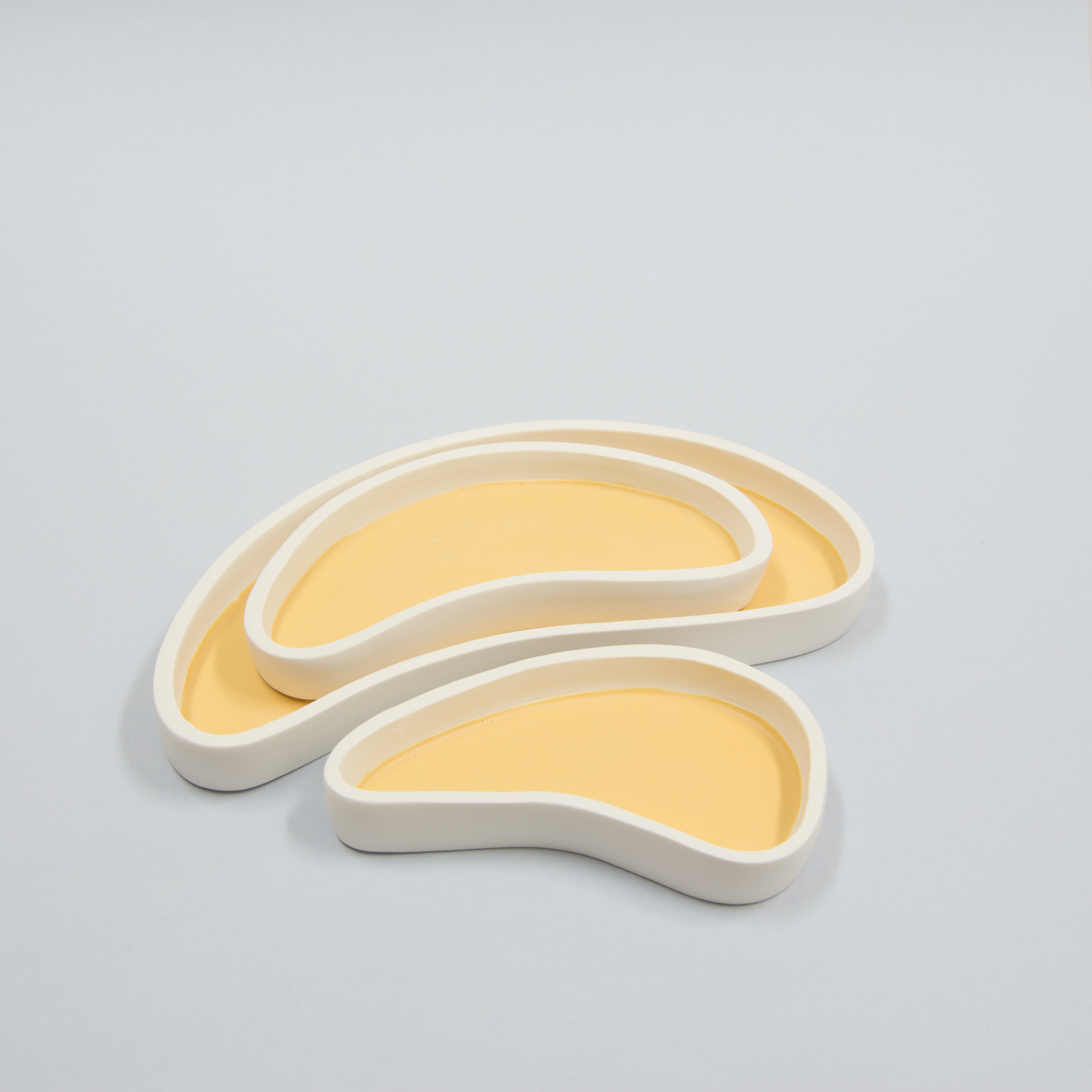 Set de 3 plats formes jaune ocre