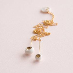 Pendentif-Mobile-Léger-Perles-Blanc-Or-Caldera