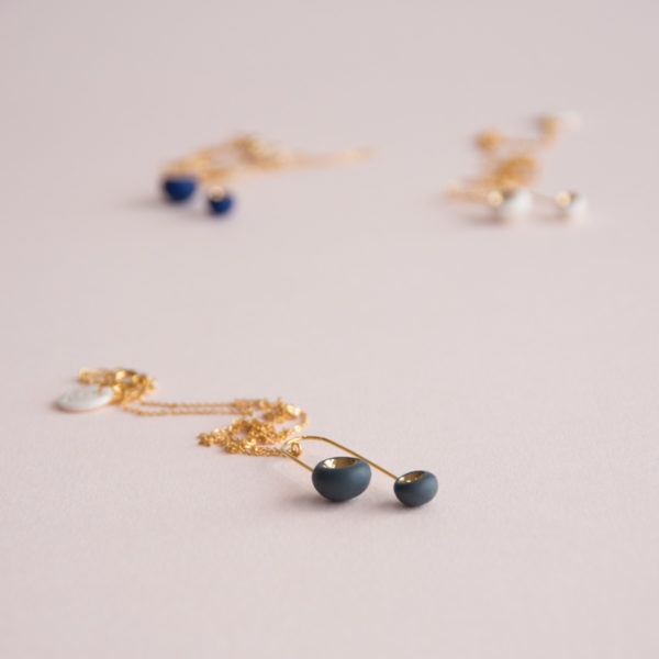 Pendentif-Mobile-Léger-Perle-Bleu-Blanc-Gris-Or-Caldera
