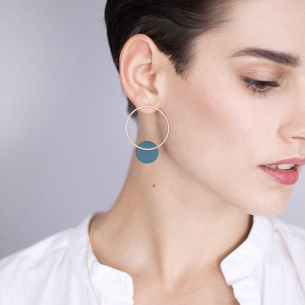 Vesna-Garic-boucles-oreilles-cercle-losange-dore-disque-Vert