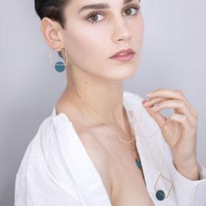 Vesna-Garic-boucles-oreilles-carre-dore-disque-Vert-CLIPSYRL