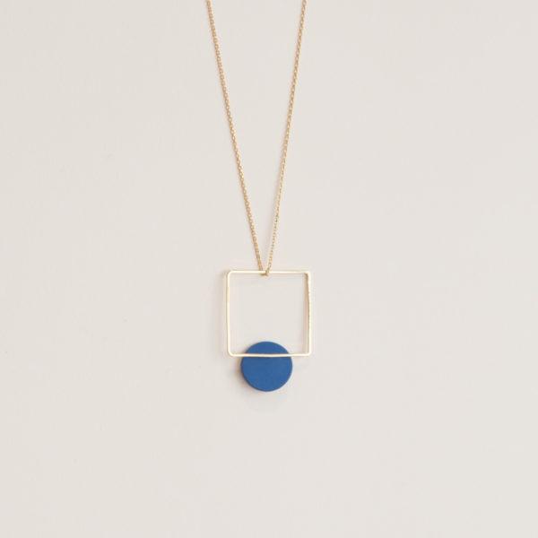 Vesna-Garic-pendentif-carre-losange-dore-disque-bleu-CLIPSYRL