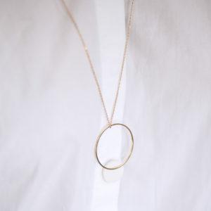 Vesna-Garic-pendentif-cercle-dore-disque-blanc-CLIPSO