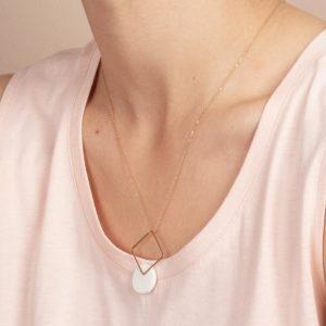 Vesna-Garic-pendentif-losange-dore-disque-porcelaine-blanc-CLIPSYR
