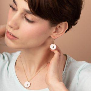 esna-Garic-Boucles-Oreilles-pendentif-médaille-blanc-or-Lune