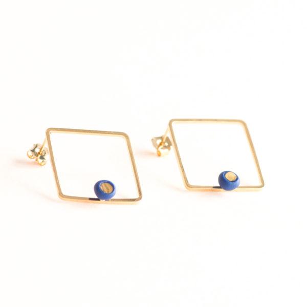 Vesna-Garic-Boucles-oreilles-losange-carre-dore-perle-bleu-or-ASTRACARS