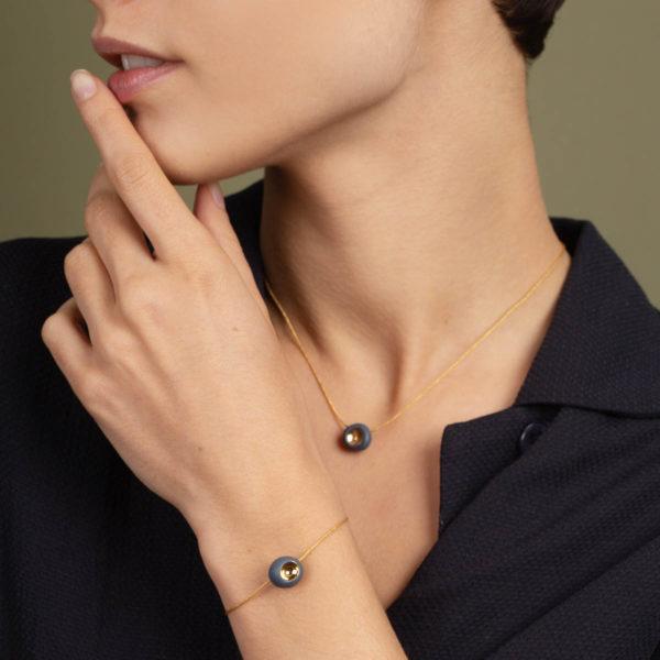 Vesna-Garic-Bracelet-Collier-perle-Gris-or-Dot