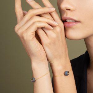 Vesna-Garic-Bracelet-perle-Gris-or-Dot