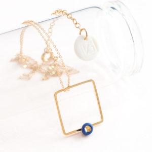 Vesna-Garic-Collier-pendentif-carre-dore-perle-bleu-or-ASTRACARS
