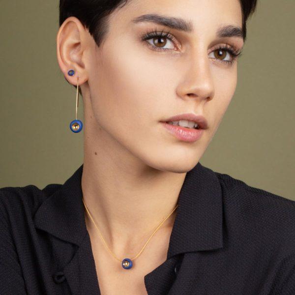 Vesna-Garic-boucles-oreilles-collier-perle-bleu-or-Dot
