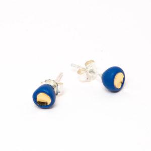 Vesna-Garic-boucles-oreilles-puces-perle-bleu-or-Pudot
