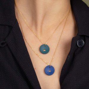 Vesna-Garic-collier-pendentif-medaille-vert-or-Lune