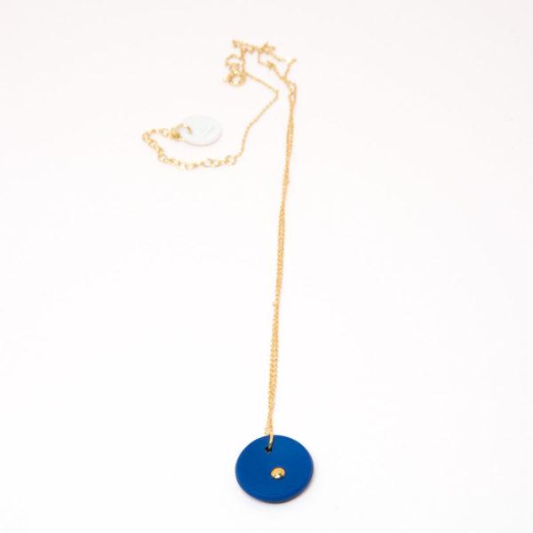 Vesna-Garic-collier-pendentif-medaille-bleu-or-Lune