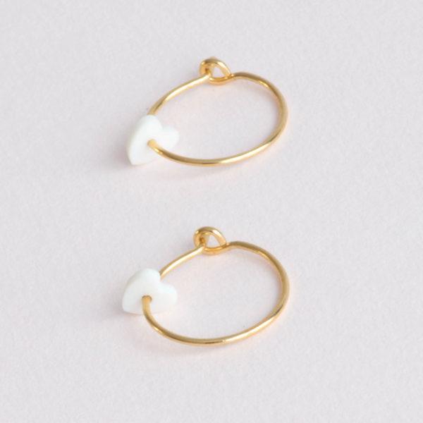 Vesna-Garic-boucles-oreilles-Love-Coeur-porcelaine-blanc-dore