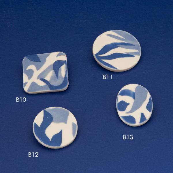 Vesna-Garic-Colleciton-M-Broches-bleu-blanc-feuilles