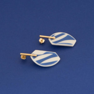 Vesna-Garic-Collection-M-Boucles-oreilles-Tiges-porcelaine-bleu-blanc