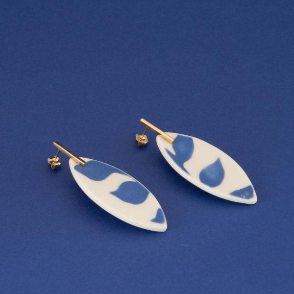 Vesna-Garic-Collection-M-Boucles-oreilles-Tiges-porcelaine-bleu-blanc