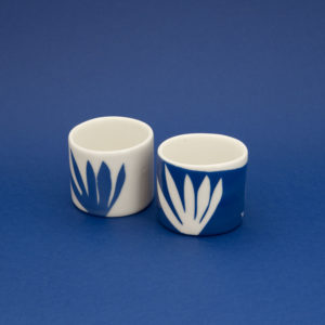 Vesna-Garic-Collection-M-Tasses-Porcelaine-Bleu-Blanc-Plantes