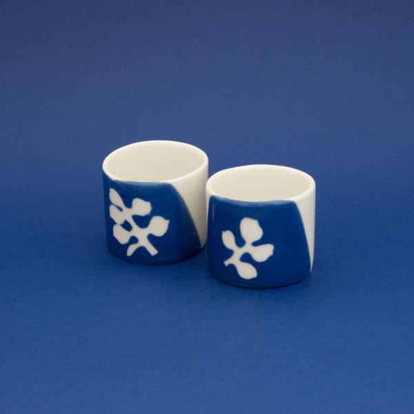 Vesna-Garic-Collection-M-Tasses-Porcelaine-Bleu-Blanc-Plantes