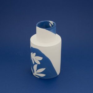 Vesna-Garic-Collection-M-Vases-Porcelaine-Bleu-Blanc-Plantes