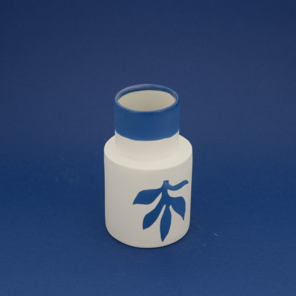 Vesna-Garic-Collection-M-Vases-Porcelaine-Bleu-Blanc-Plantes