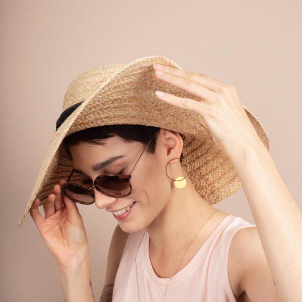 Vesna-Garic-boucles-oreilles-cercle-dore-disque-porcelaine-jaune-CLIPSO