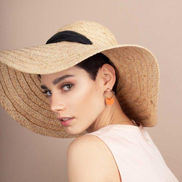 Vesna-Garic-boucles-oreilles-losange-dore-disque-porcelaine-orange-CLIPSYR
