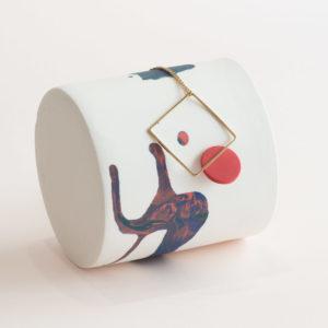Vesna-Garic-sautoir-pendentif-carre-dore-disque-porcelaine-rouge-CLIPSYR