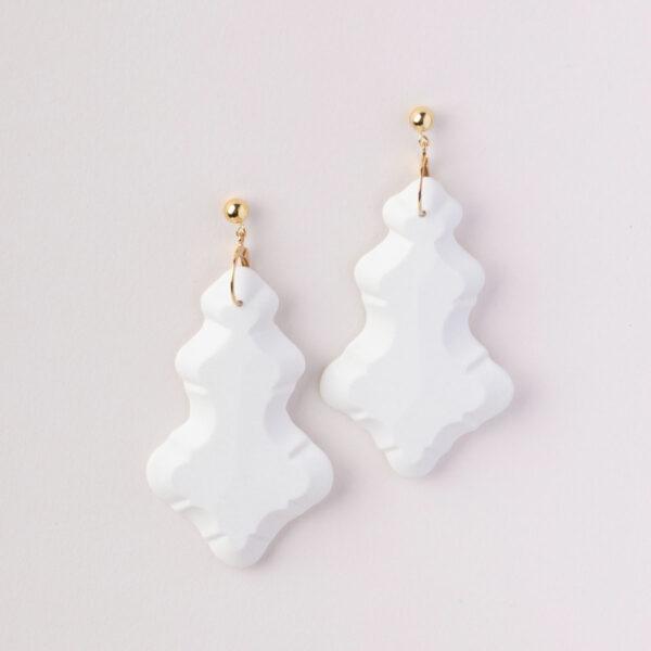 Vesna-Garic-Boucles-Oreilles-Longues-Pampilles-porcelaine-blanc-Marquise