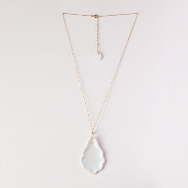 Vesna-Garic-Pendentif-Sautoir-Pampilles-porcelaine-blanc-Pampillage
