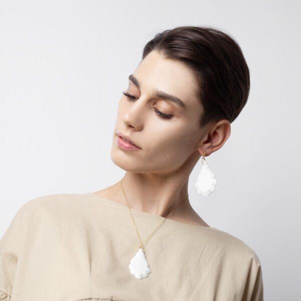 Vesna-Garic-boucles-oreilles-Collier-Pendentif-sautoir-pampille-porcelaine-blanc-Pampillage
